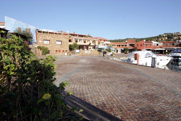 Villaggio case vacanza anfiteatro e oasi a porto ottiolu for Case vendita porto ottiolu